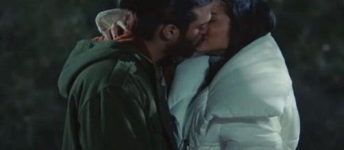 Daydreamer, trame turche: Sanem bacia il fotografo e gli confessa che lo ama.