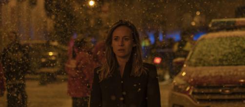 Marta Etura em cena de 'Oferenda à Tempestade'. (Reprodução/Netflix)