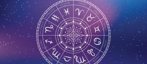Previsioni oroscopo per la giornata di domenica 26 luglio.