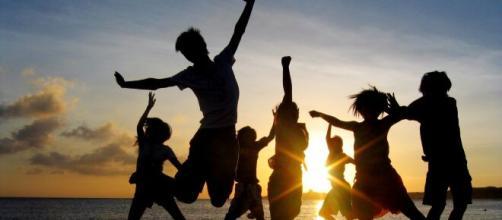 Amigos celebrando la alegría de la amistad