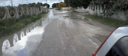 Brindisi, i cittadini si lamentano per l'acqua gialla dai rubinetti in contrada Torre Rossa a Tuturano.