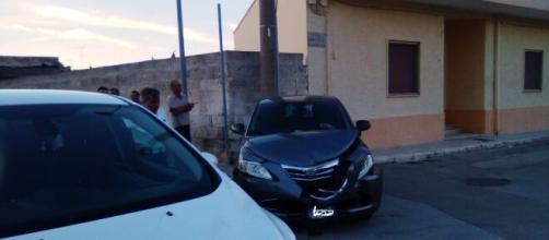 Brindisi, incidente stradale tra due auto in pieno centro abitato a Tuturano.