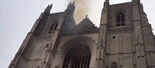 Francia, incendio alla cattedrale di Nantes: un 39enne ha confessato, arrestato.
