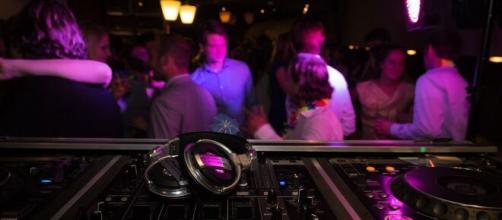 La OMS admite que podría considerar el cierre de las discotecas por la pandemia.