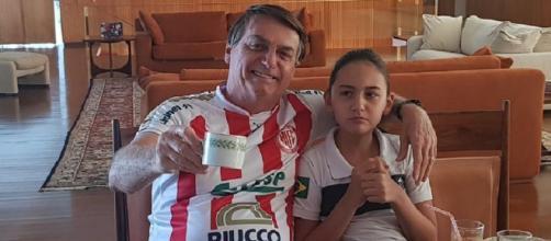 Presidente Jair Bolsonaro com a filha. (Reprodução/Facebook)