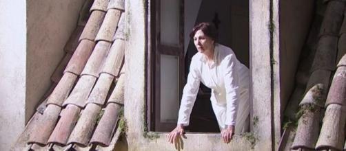 Una vita, anticipazioni spagnole: Agustina si butta dalla finestra.