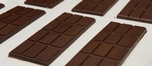 Chocolate amargo é uma excelente opção para sobremesa saudável. (Arquivo Blasting News)
