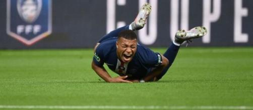 Kylian M'Bappé se blessant face à l'As Saint-Étienne. (Getty Images)
