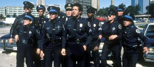A série 'Loucademia de Polícia' fez muito sucesso nos cinemas nos anos 80. (Reprodução/YouTube)