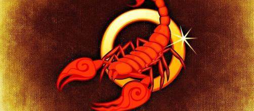 L'oroscopo di agosto, Scorpione: novità entusiasmanti e fascino in amore.