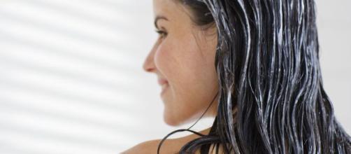 O pré-shampoo é um excelente tratamento para os fios. (Arquivo Blasting News)