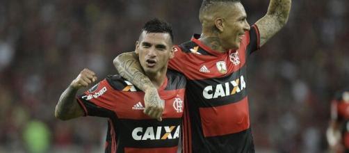 Os compatriotas Guerrero e Trauco brilharam no Flamengo e atuaram juntos pela seleção peruana. (Arquivo Blasting News)