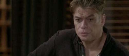 Arthur descobrirá sobre a prisão da amada em 'Totalmente Demais'. (Reprodução/TV Globo)