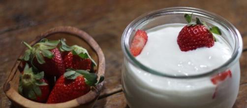 Frutas ácidas e kefir são excelentes alternativas. (Arquivo Blasting News)