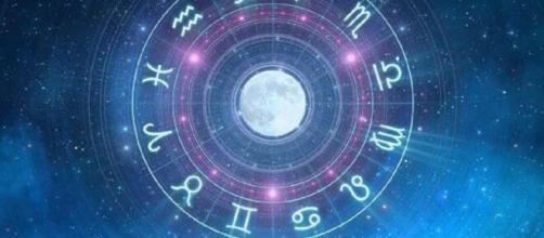 L'oroscopo di giovedì 30 luglio: Luna in quadratura a Vergine, Leone felicissimo.