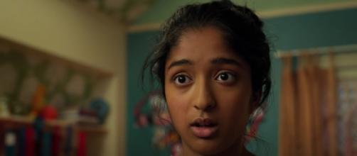 La actriz Maitreyi Ramakrishnan en un fotograma de 'Yo Nunca', la serie de Netflix