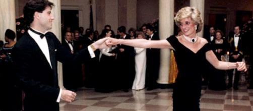 Diana de Gales bailando con John Travolta. Un vestido y un rock and roll en la Casa Blanca.