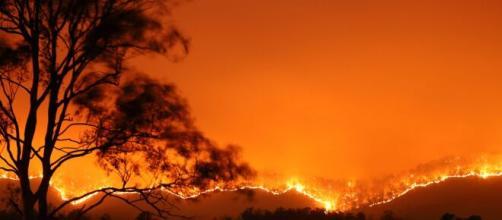 Aquila, grossi incendi ad Arischia e alla Cansatessa: in cenere centinaia di ettari di vegetazione.