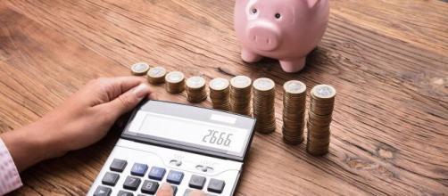 Criar hábitos econômicos e virar um investidor. (Arquivo Blasting News)