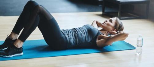 Exercícios em casa para logo depois de acordar. (Arquivo Blasting News)