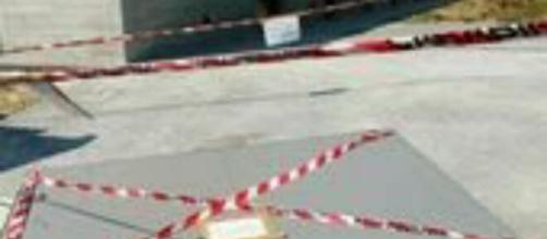 In provincia di Treviso un bimbo di quattro anni è rimasto gravemente ferito dal crollo di un cancello.