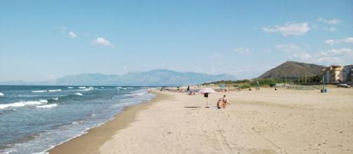 Perde la vita sulla spiaggia di Mondragone per infarto (foto repertorio)