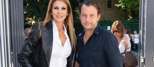 Adriana Volpe, il marito Roberto Parli utilizza l'emoji di un cuore spezzato su Instagram.