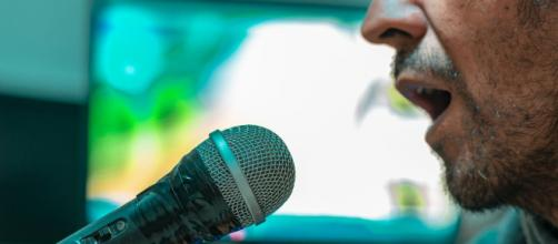 5 músicas que muitas pessoas cantam errado. (Reprodução/Pixabay)
