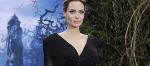 Angelina Jolie, se practicó una doble mastectomía para evitar el cáncer por un gen defectuoso, que también provoca tumor de próstata en hombres.