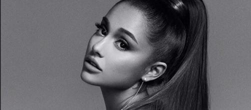 Atualmente, Ariana Grande está entre as cinco celebridades que mais cobram por um post no Instagram. (Arquivo Blasting News)