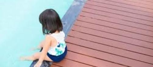 """""""Je l'ai quitté des yeux pendant 6 secondes…"""" : un papa rappelle le danger des piscines - photo capture d'écran"""