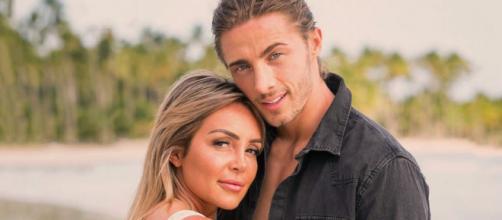 Fidji révèle les vraies raisons de sa rupture avec Dylan dans la nouvelle émission d'Aqababe : le Aqashow.