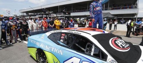 Pilotos de NASCAR apoyan a Bubba y su voz antirracismo