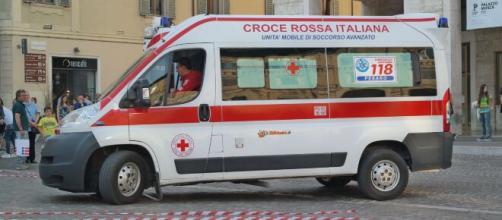 Roma, ragazzo di 28 anni precipita dal quarto piano di una palazzina: deceduto.