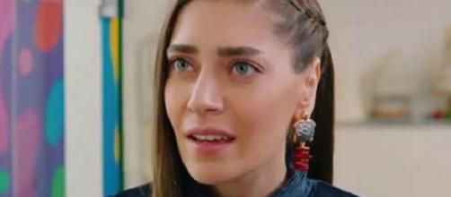 Daydreamer, spoiler turchi: Leyla scopre che Emre è coinvolto in affari loschi.