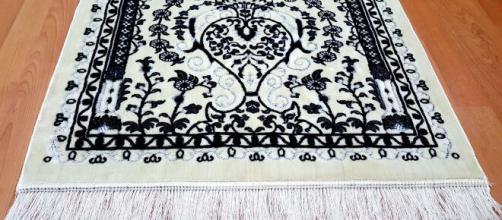 Shein se disculpa por vender tapetes de oración musulmanes como decoración para el hogar