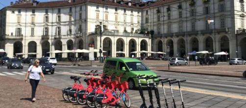 Bici e monopattini, una pioggia di multe in una sera a Torino