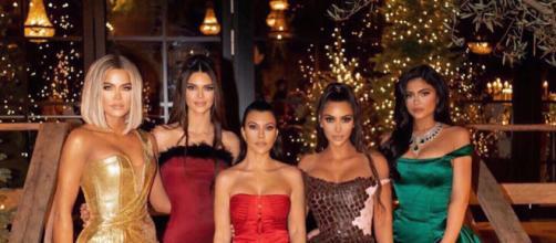 Kourtney Kardashian avec ses soeurs. (source : Instagram @kourtneykardash)