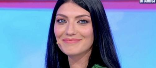 Uomini e Donne, Giovanna Abate avrebbe baciato un ragazzo in un locale: il rumors di Deianira.
