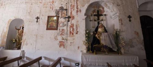Un muro de la iglesia de Daimalos (Málaga) esconde varias historias misteriosas