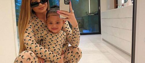 La petite Stormi fait craquer les internautes souvent habillée comme sa maman, elle porte ici une combinaison Marine Serre, capture Snapchat