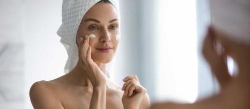 Limpar a pele e utilizar produtos pontuais são essenciais. (Arquivo Blasting News)