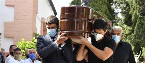 Los hijos de Humberto Janeiro lo despiden en su funeral