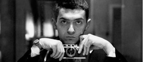 O diretor Stanley Kubrick, falecido em 1999, ganhou notoriedade nos cinemas. (Arquivo Blasting News)