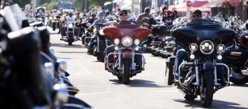 Sturgis Motorcycle Rally draws large crowds as the U.S. tops 5 million coronavirus cases. [Image source/CBS This Morning YouTube video]