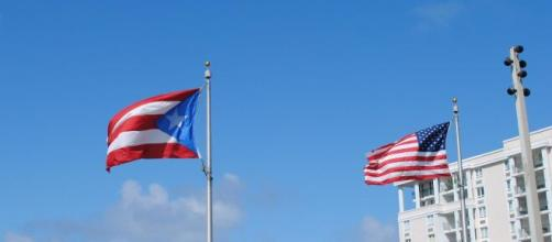 The flags of Puerto Rico and the United States. [Image vie Lee Cannon - Pixabay]