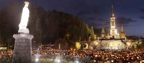 Lourdes, località francese meta di pellegrinaggi.