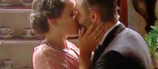 Una vita, spoiler spagnoli: Genoveva tradisce Alfredo baciando Felipe.