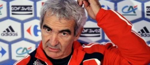 Raymond Domenech clash l'entraineur de l'Atalanta, la Toile s'enflamme