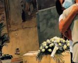 Cuneo, il dolore dei famigliari delle vittime nella camera ardente.